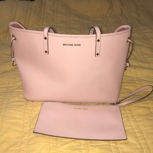 Pink MICHAEL KORS Tote with Matching Wristlet 💖